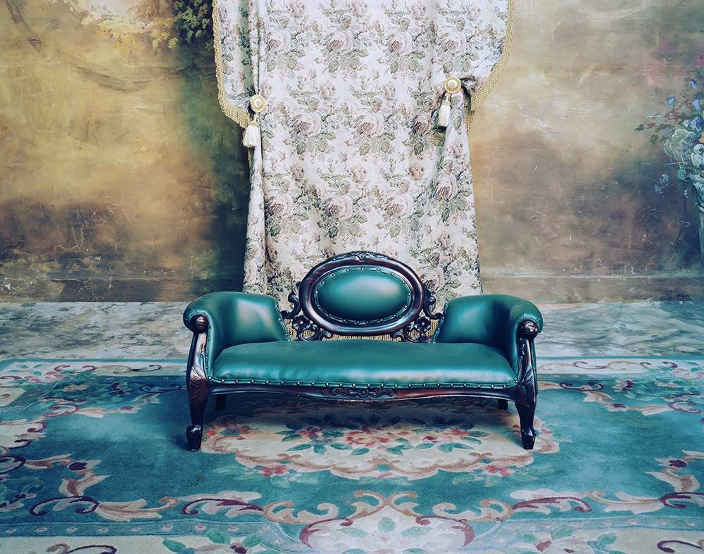 ⓒ신은경, Photo Studio-chair, Digital C-Print, 94x119cm, 2006